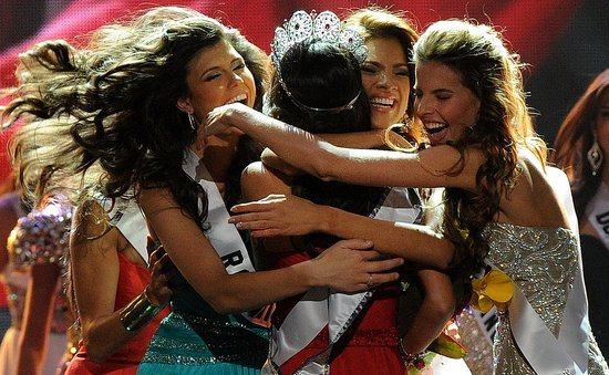 miss universe 2010 crowning the great pageant community
