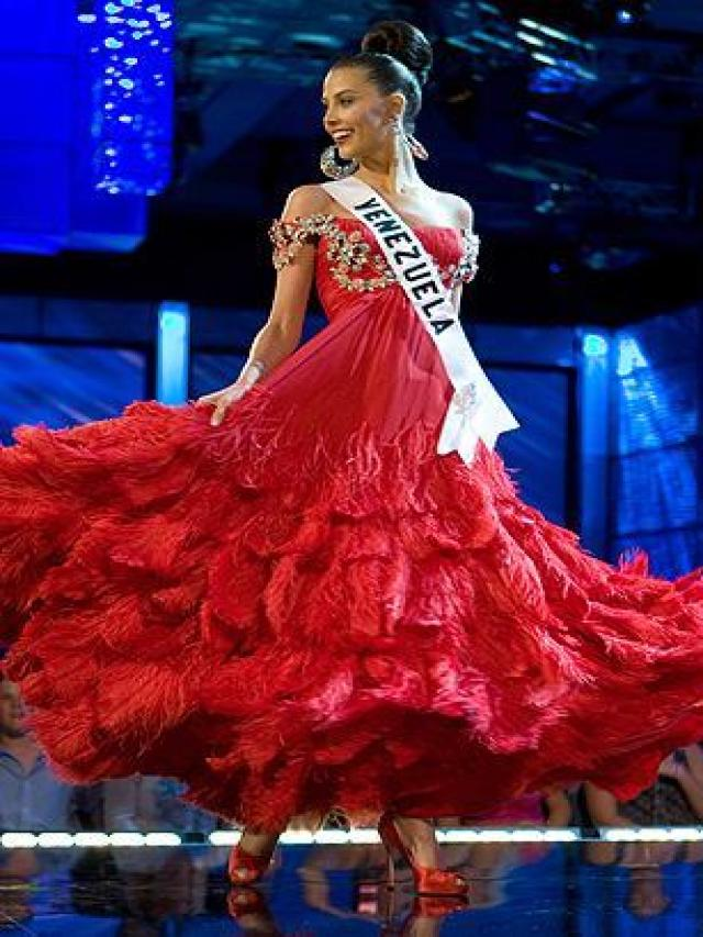 Stefania Fernandez – The Great Pageant Community